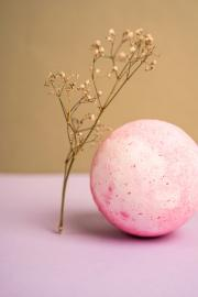 TOP 10 nature-inspired bath bombs and their main ingredients