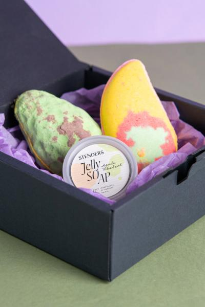 Easter gift sets for enjoying natural colours and flavours
